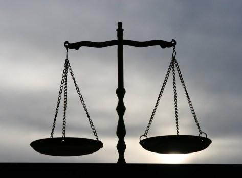 giustizia-divina-bilancia-terrena